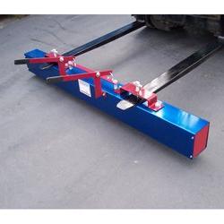 "72"" W Trailblazer Deluxe Magnetic Sweeper"